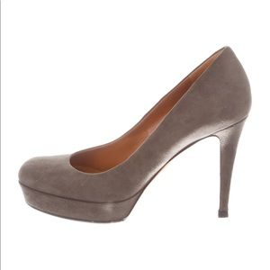 Beautiful GUCCI grey sky heels